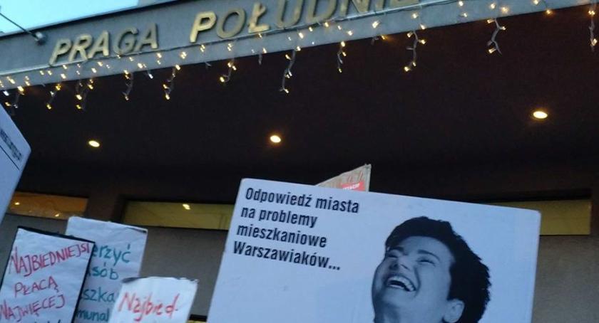 Mieszkalnictwo, Protest przed urzędem dzielnicy Mieszkańcy kamienic mówią dość! - zdjęcie, fotografia