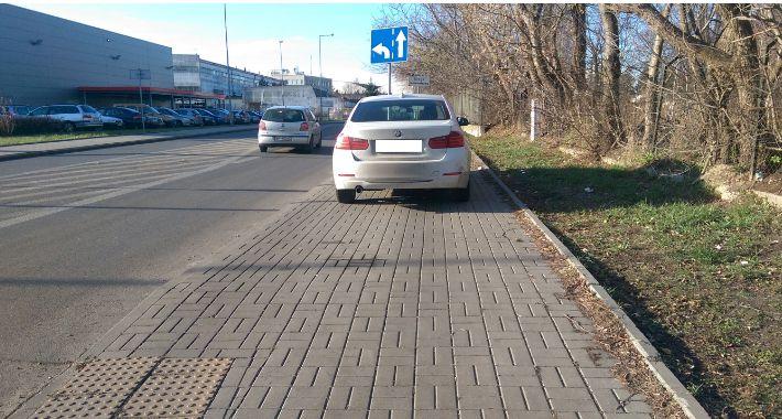 Praskie absurdy, Mistrzowie parkowania Grochowie - zdjęcie, fotografia
