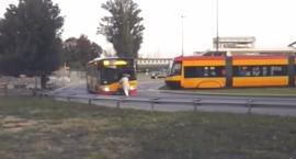 niedoszly-pasazer-zagrodzil-droge-kierowcy-autobusu-linii-169-a-ten-ruszyl-film